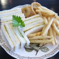 キューカンバサンドウィッチ&チップス¥1,000